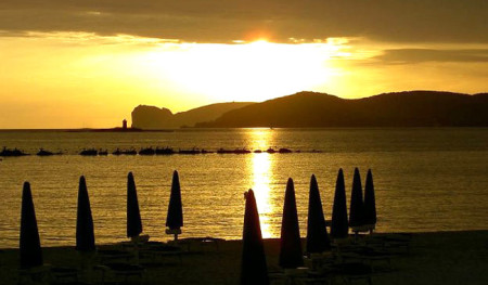 Alghero by night - da vivere grazie a Actinia Accomodation B&B Alghero