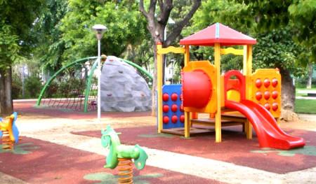 Giardini pubblici con giochi per i bambini. Vicini a Actinia Accomodation B&B Alghero